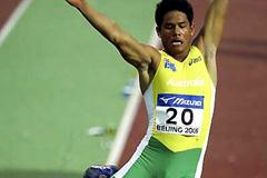 Robert Crowther (AUS) flies to 8m in the men's Long Jump (Getty Images)