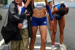 Alina Adriana Istudora is given help by an official after the World Half Marathon in Birmingham (Getty Images)