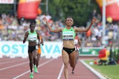 Meselech Melkamu winning the 10 000 metres in Ostrava (graf.cz)