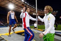 Renaud Lavillenie congratulates the new World Champion Steve Hooker of Australia on his win in the men's Pole Vault in Berlin (Getty Images)