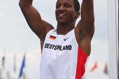 Raphael Holzdeppe of Germany celebrates victory in the Pole Vault (Getty Images)