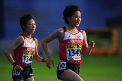 Tomoka Kimura leads from Japanese team-mate Katsuki Suga during the girls 3000m final - Day One WYC Lille  (Getty Images)