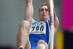 Dmitry Karpov in the decathlon's pole vault (Getty Images)