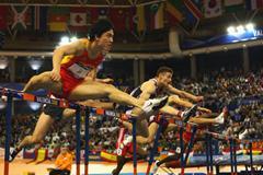 Liu Xiang on his way to 60m hurdles gold (Getty Images)