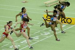 Gail Devers (USA) wins the 60m final in Budapest (Getty Images)