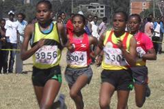 Feyse Tadesse leads women's race at 2011 Ethiopian Clubs XC Champs (Bizuayehu Wagaw)