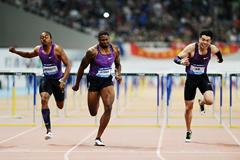 David Oliver wins the 110m hurdles at the IAAF Diamond League meeting in Shanghai (Errol Anderson)