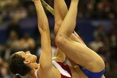 Yelena Isinbayeva clears 4.75m to clinch the pole vault gold medal (Getty Images)