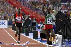 Gezahegne Abera (ETH) just clinches World Championships Marathon title ahead of Simon Biwott (Getty Images)