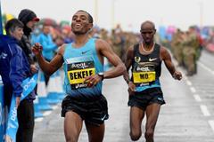 Kenenisa Bekele beats Mo Farah at the 2013 Bupa Great North Run (Mark Shearman)