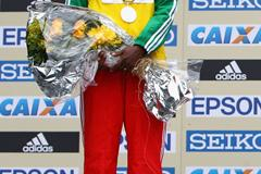 Mergia Aselefech collecting her silver medal at the 2008 World Half Marathon Championships (Getty Images)