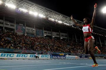 Alysia Montano anchors the USA to victory in the women's 4x800m at the IAAF/BTC World Relays, Bahamas 2015 (Getty Images)