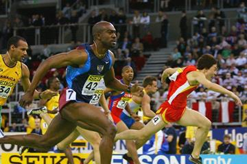 Allen Johnson wins the 60m hurdles at the 2004 IAAF World Indoor Championships (Getty Images)