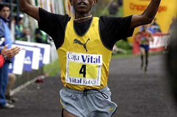 Fabian Joseph of Tanzania wins in Llodio, Spain (Miguel Toña)