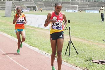 Almaz Ayana wins the Ethipian 5000m title (Bizuayehu Wagaw)