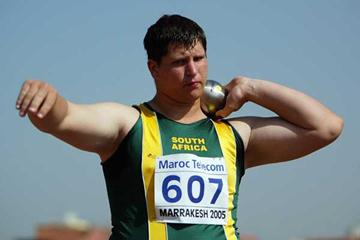 Jan Hoffman of RSA in action in the Boys' Shot Put qualification at the World Youth Championships (Getty Images)