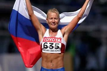 Olimpiada Ivanova of Russia celebrates winning the 20km race walk in a new World record time (Getty Images)