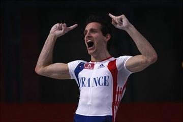 Renaud Lavillenie after his 6.03m clearance in Paris (Getty Images)