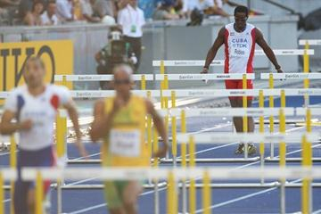 World Record holder Dayron Robles of Cuba pulls up with an injury in the men's 110m Hurdles semi-final in Berlin (Getty Images)
