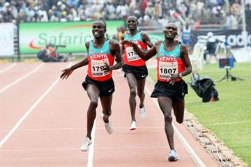 Edwin Soi (left) overtakes Vincent Yator to win the African 5000m title in Nairobi (Mohammed Amin)