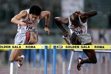 Xiang Liu (l) battles with Allen Johnson in Rome (Gettty Images)