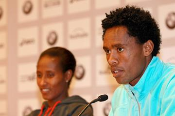 Gelete Burka and Feyisa Lilesa ahead of the 2013 BMW Frankfurt Marathon (Photorun / organisers)