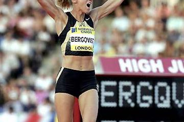 Kajsa Bergqvist celebrates 2.05m in London (Getty Images)