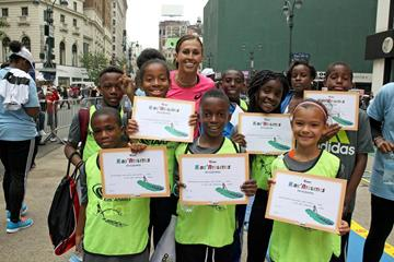 April Steiner Bennett with the winning team at the IAAF / Nestlé Kids' Athletics in New York, June 2014 (Victah Sailer / IAAF)