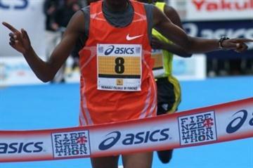 Ben Chebet Kipruto wins the 2009 Florence Marathon (Lorenzo Sampaolo)