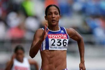 Christine Arron of France wins her 100m heat (Getty Images)