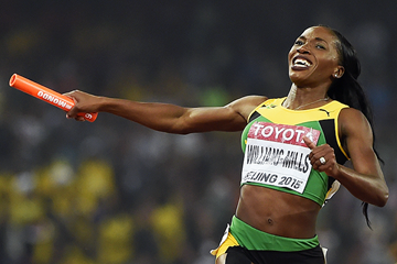 Novlene Williams-Mills anchors Jamaica to gold in the 4x400m at the IAAF World Championships Beijing 2015 (AFP / Getty Images)