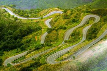 The road from the base to the 1600m plateau which serves as the route of the mountain race, with Obudu Ranch at its top (c)