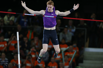Shawn Barber in action in the pole vault (AFP / Getty Images)