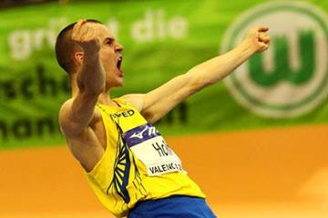 Stefan Holm celebrates his winning clearance in the 2008 IAAF World Indoor Championships high jump final (Getty Images)