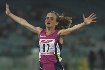 Yelena Romanova winning the 3000m at the 1993 IAAF Mobil Golden Gala Grand Prix in Rome (Getty Images)