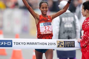 Berhane Dibaba wins at the 2015 Tokyo Marathon (Yamaguchi / Agence SHOT)