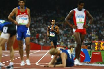Bryan Clay jogs home last in the 1500m, but is the overall winner of the decathlon with a score of 8791 (Getty Images)