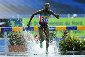 Norah JERUTO TANUI of Kenya leads the field in the Girls 2000 metres steeplechase heats - Day Three - WYC Lille 2011 (Getty Images)