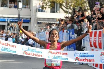 Ethiopian Meseret Mengistu wins in Cassis in 2009 (Yannick Parienti)
