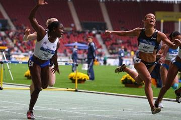 Josephine Onyia holds off Lolo Jones to win the 100m hurdles (Getty Images)