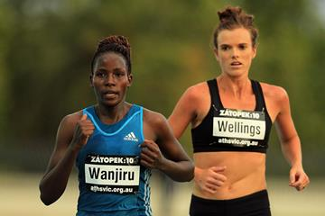 Veronica Wanjiru leads from Eloise Wellings in the Zatopek 10,000m (Getty Images)