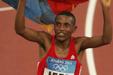 Zersenay Tadesse (ERI) takes an unexpected bronze medal in Athens (Getty Images)