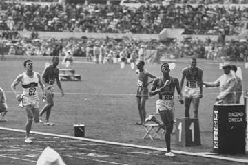 Carl Kaufmann anchors home the 1960 Olympic silver medal at 4x400m for Germany, running a 44.86 leg (Getty Images)