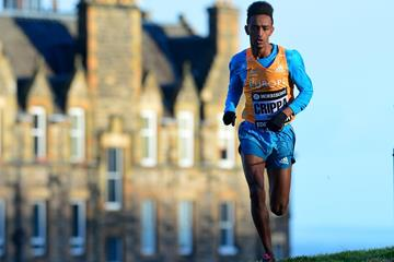 Yemaneberhan Crippa in the junior men's race at the 2015 Great Edinburgh XCountry (Getty Images)