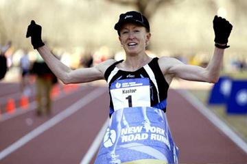 Deena Kastor wins the 8km USA Championships (Victah Sailer)