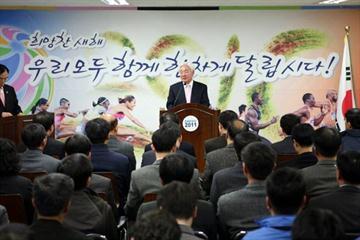 Co-President Hae-Nyoung Cho addresses members of the Daegu 2011 LOC on 4 Jan 2010 (IAAF.org)