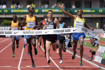Ayanleh Souleiman winning the Bowerman Mile at the 2015 IAAF Diamond League meeting in Eugene (Kirby Lee)