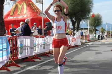 Helen Taranowski wins the 2012 IAU 50K World Trophy in Vallecrosia (Franco Casonato)