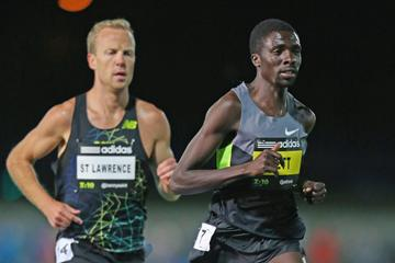 Emmanuel Bett leads from Ben St Lawrence at the 2012 Zatopek meeting (Getty Images)