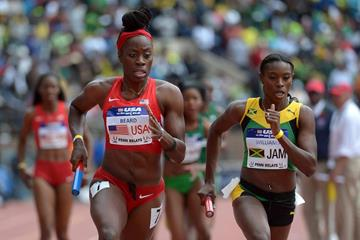 Jessica Beard and Shericka Williams in action at the 2014 Penn Relays (Kirby Lee)